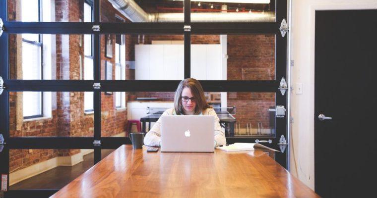 Czy będąc freelancerem, warto wynająć biuro?