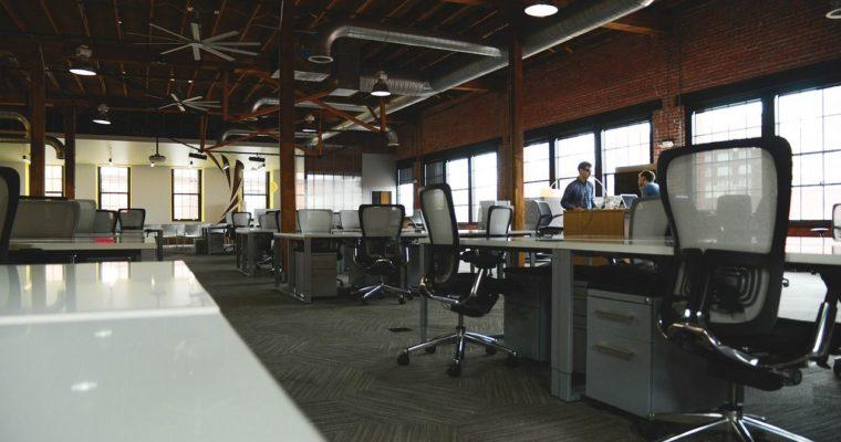 Biuro Open Space – czym jest, jakie ma wady i zalety?